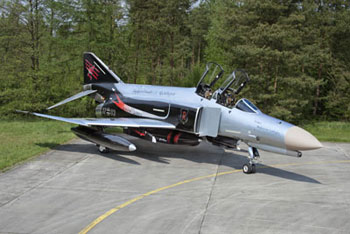 Model S�t F-4F PHANTOM II